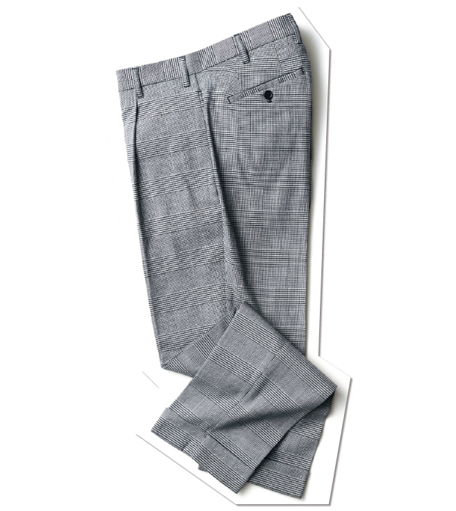 ぱっと見はクラシックなグレンチェックのトラウザースですが、実はポリエステルにウール、レーヨンなどを混紡した機能的な素材使い。細身ながらストレッチ性は抜群で、ジャージーを着ているかのように快適です。