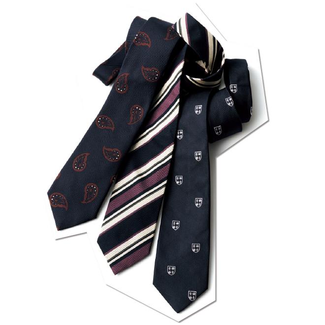 クレスト柄、ストライプ、小紋柄……。ブラックのネクタイといってももちろんオールブラックではなく、「ブラックをベースに使ったネクタイ」と幅広く捉えたい。千鳥格子柄のスーツなど、モノトーンの装いに実に映えるのです。