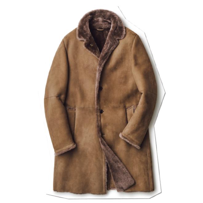品のよいキャメルカラーといい毛足の長さといい、ラグジュアリー感満点のムートンコート。ライトグレーやベージュ、ホワイトといった淡色系との色合わせで、よりエレガントに。