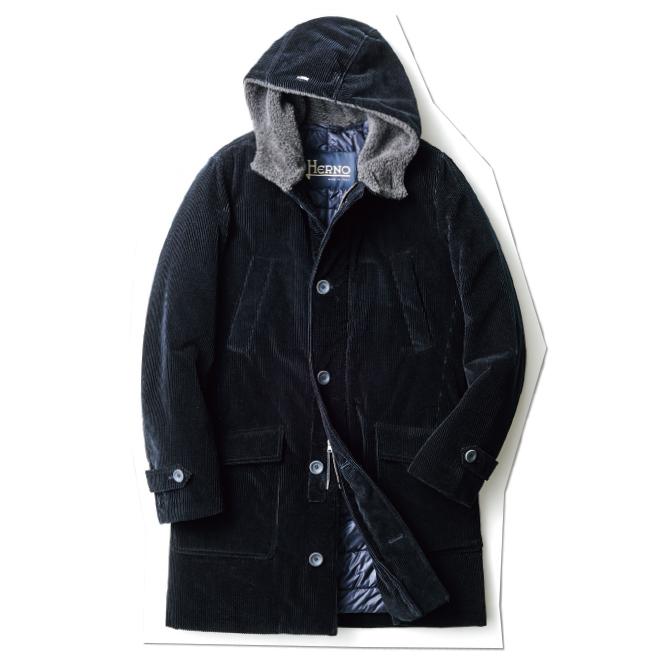 着こなしを新鮮かつモダンに見せてくれる、ダークネイビーのコーデュロイ製ミリタリーアウター。機能素材の中綿を入れているので、着心地も軽く保温性も抜群です。
