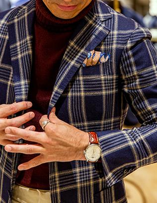 一時期は毎シーズンオーダーし、財布がすっからかんだった(笑)という〈ダルクオーレ〉のジャケット。三つボタン中ひとつ掛け、パッチポケットの最もオーソドックスな仕様。末長く着られるよう普遍性を重視したそう。