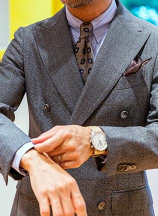 2年前にオーダーした〈カスタムテーラー ビームス〉のスーツは、英国製の生地をチョイス。パンツもサイドアジャスター仕様に指定し、ブリティッシュテイストに仕上げるも、苦手というチェンジポケットはあえて省略。