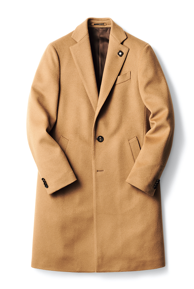 大人のワードローブに欠かせないキャメルカラーのエレガントなウールチェスターコート。クラシックなひざ丈ながらも〈ラルディーニ〉得意のスポルベリーノタイプなので、ジャケット代わりにも軽やかに羽織れます。