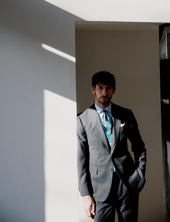 スーツは不思議に完成された鎧だと思う、身を包むとその力でむしろ心が解放されるんです。 本木雅弘