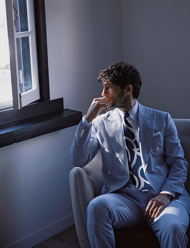 50代になってある先輩から、「やっとスーツを着る役が似合ってきたな」と言われ大人の俳優の仲間入りをした気がしました。 光石 研
